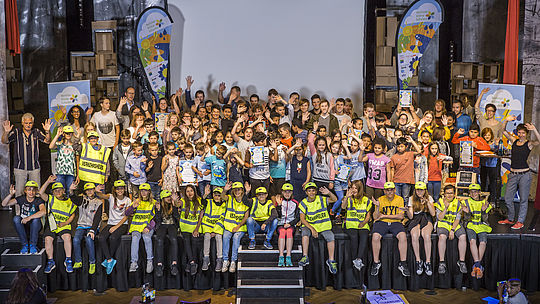 Gruppenfoto vom Wettbewerb Berliner Klimaschulen