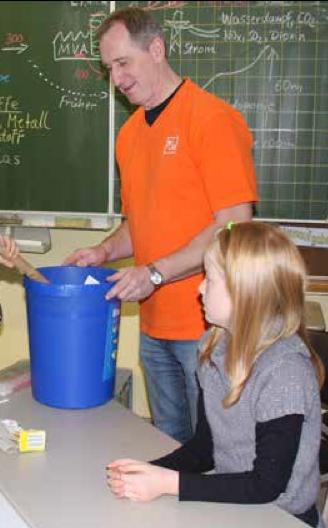 Abfallexperte BSR erklärt Schülern die Abfalltrennung